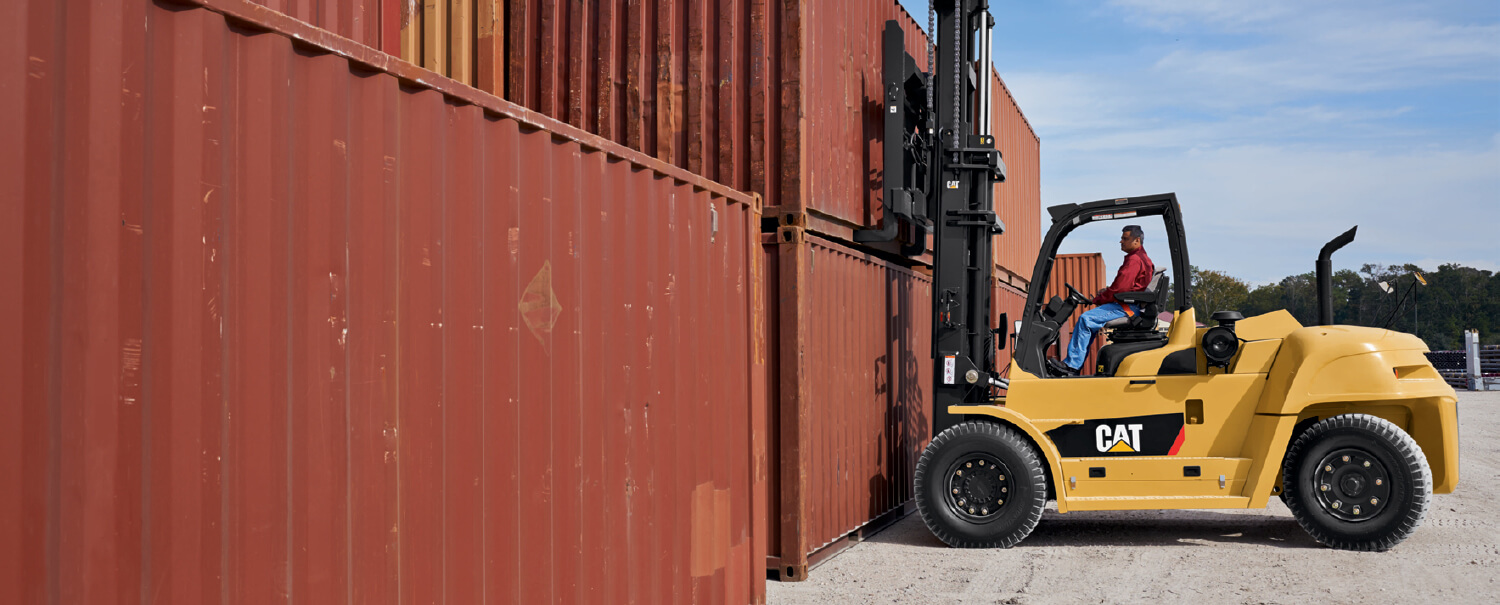 CAT Diesel Pneumatic Tire Forklift Picking Up Shipping Container