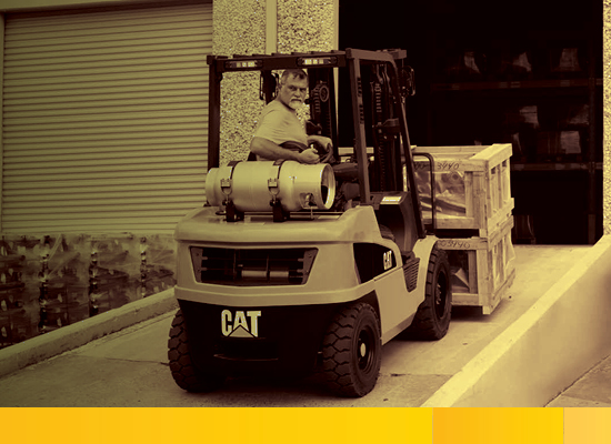 Cat Small IC Pneumatic Tire Lift Truck reversing