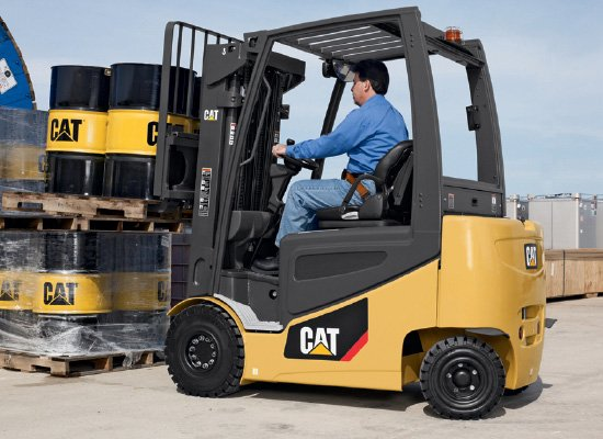 Cat 2EPC5000 Pneumatic tire forklift and operator