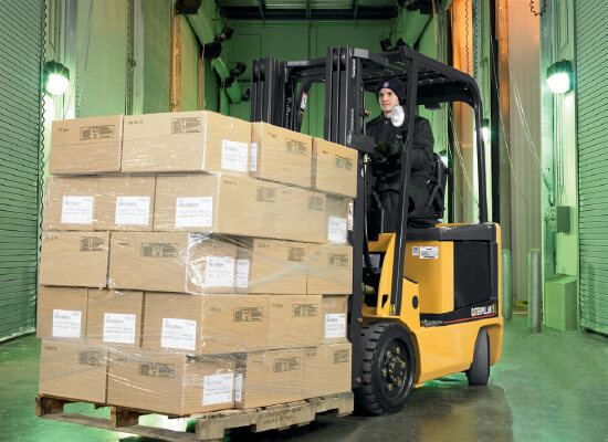 Cat E3000 forklift with pallet of boxes