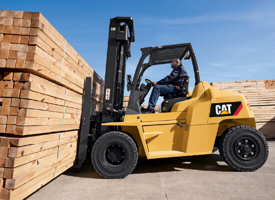 Cat DP70N diesel forklift carrying lumber
