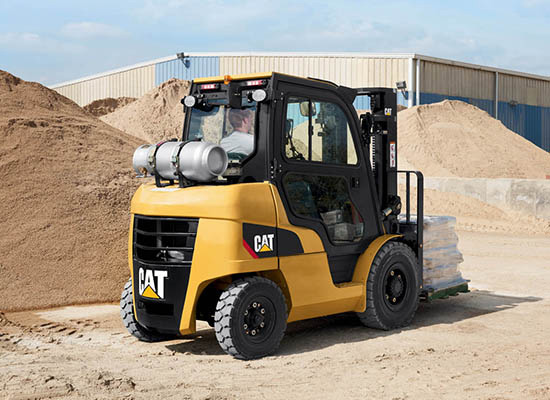 Cat GP40N IC forklift working outside