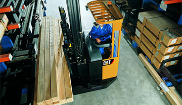Overhead view of operator lifting wooden planks with Cat moving-mast reach truck