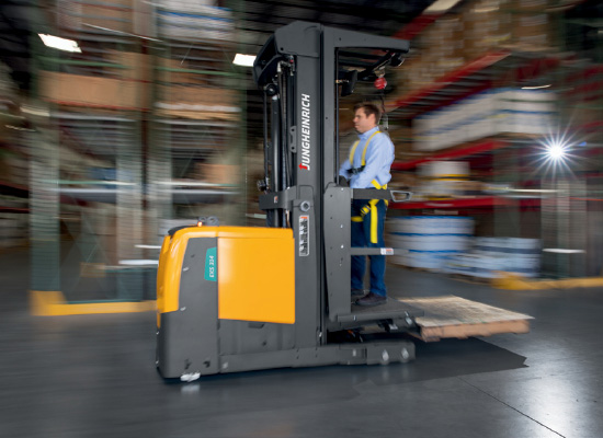 Side View of an Operator Driving the EKS 324 High-Leve Order Picker in a Warehouse