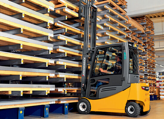 Jungheinrich EFG 4-Wheel Truck racking