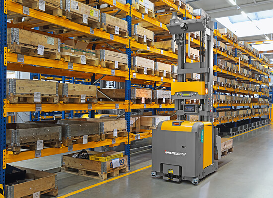 eks 215a automated guided vehicle in aisle