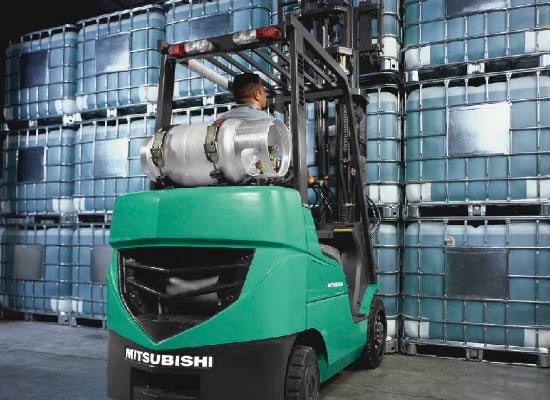 Mitsubishi FGC15N lifting storage containers