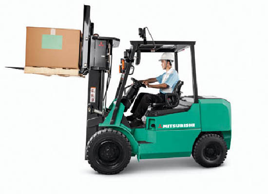 Worker wearing hard hat lifting a box with Mitsubishi pneumatic lift truck